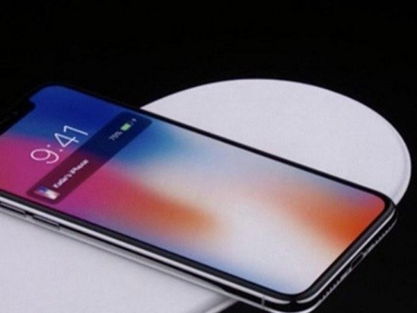 Customs officers seized 44 brand new iPhones and 2 Samsung mobile phones. (Representative pic)