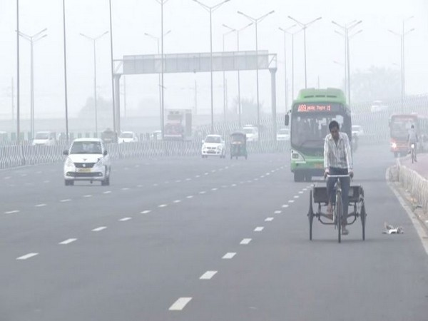 Visuals of an area in New Delhi on Monday morning. Photo/ANI