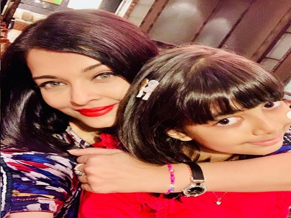 Actor Aishwarya Rai Bachchan with daughter Aaradhya Bachchan. (Image Source: Instagram)