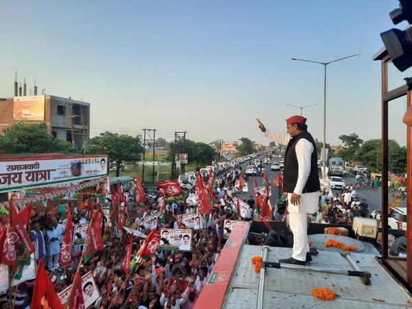 Visual of SP leader Akhilesh Yadav from the 'Rath Yatra' (Photo/ANI)