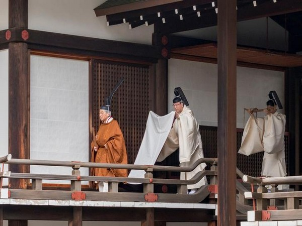 Emperor Akihito undertaking abdication rituals at the Imperial Palace in Tokyo, Japan on Apr 30 (Photo/ Reuters)
