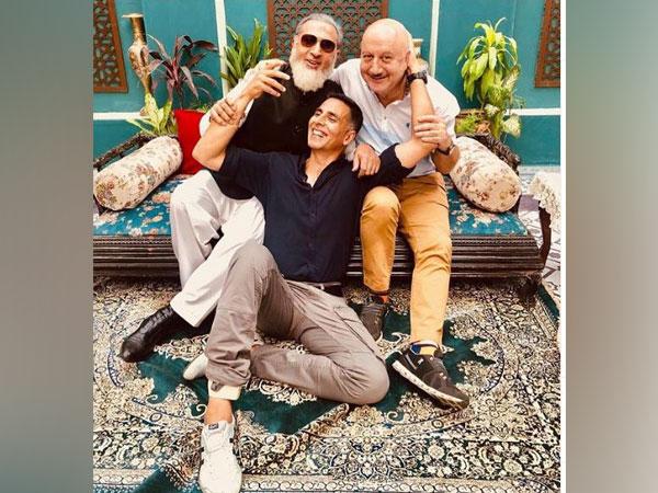 Gulshan Grover, Anupam Kher and Akshay Kumar (picture courtesy: Instagram)