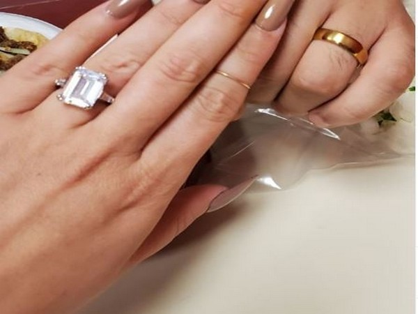 American actor Amanda Bynes engagement ring (Image Source: Instagram)