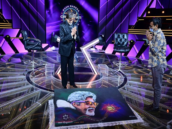Amitabh Bachchan on the sets of Kaun Banega Crorepati (Image Source: Twitter)