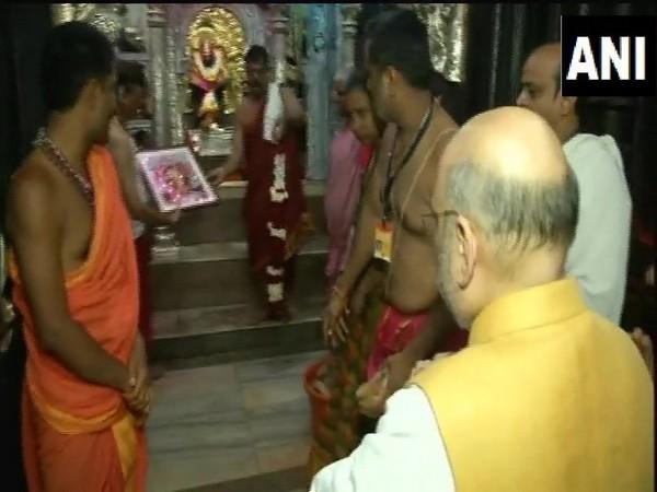 Union Minister Amit Shah offering prayer at Shri Ambabai Mahalaxmi Temple in Kolhapur on Sunday. Photo/ANI