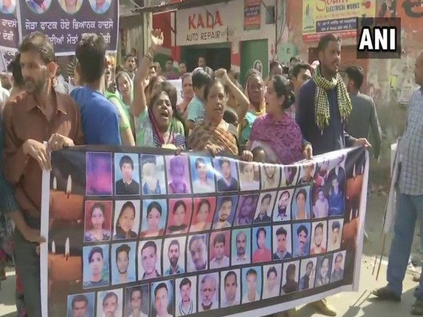 Kin of those killed in train tragedy on Dussehra last year took out a protest march in Amritsar on Tuesday in Punjab. Photo/ANI