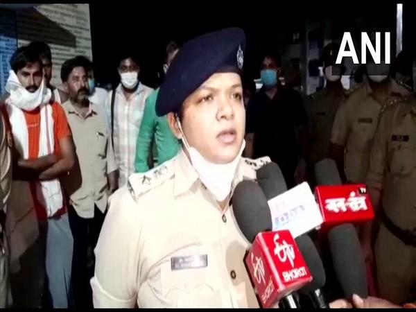 Amethi SP Khyati Garg speaking to reporters (Photo/ANI)