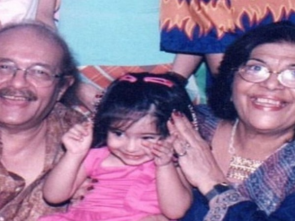 Childhood picture of Ananya Panday with her grandparents (Image Source: Instagram)