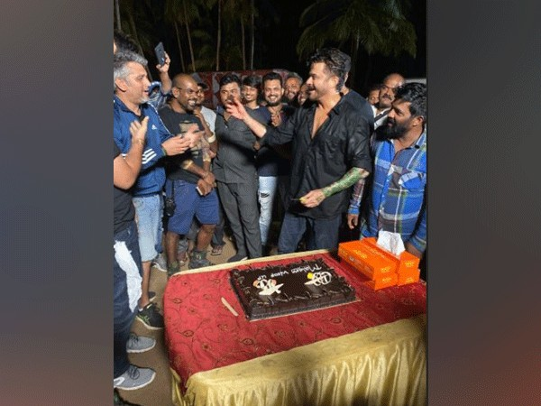 Anil Kapoor wraps 'Malang', Picture courtesy: Twitter