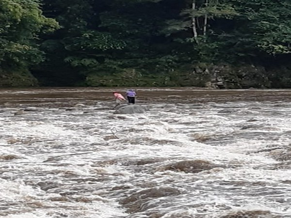 2 stranded women in Siyom River in West Siang District of Arunachal Pradesh. [Source: Eastern Command, Indian Army/ Twitter ]