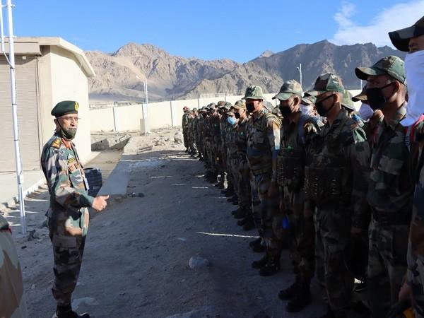 Army Chief MM Naravane with jawans during his visit to Leh