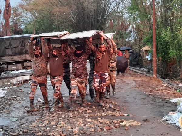 Indian Army personnel help place material on the plinth. (Photo/OIL)