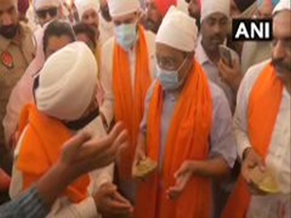 Delhi Chief Minister and AAP Convener Arvind Kejriwal at Golden Temple