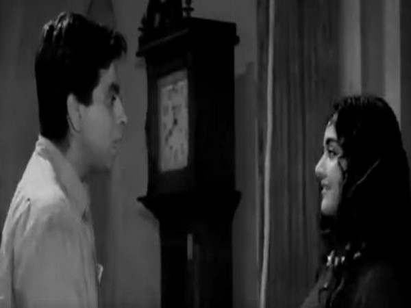Dilip Kumar and Vyjayanthimala in a still from 1955 'Devdas' (Image source: Twitter)
