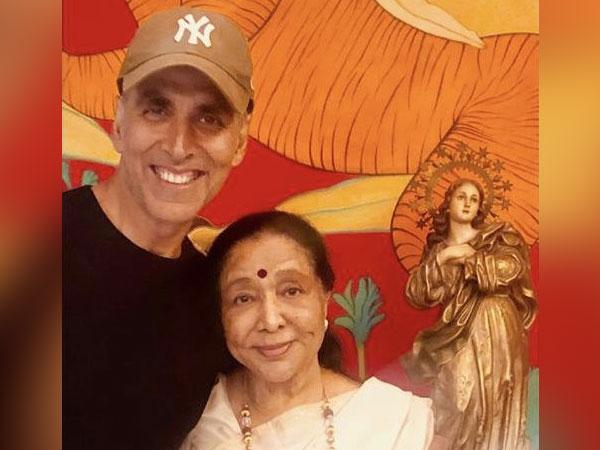 Akshay Kumar and Asha Bhosle, Image courtesy: Instagram