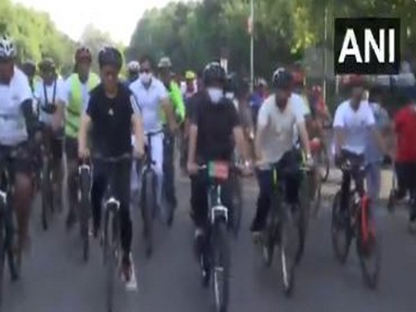 Union Ministers riding a cycle in Delhi (Photo/ANI)