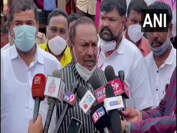 Karnataka Minister KS Eshwarappa addresses reporters (Photo/ANI)