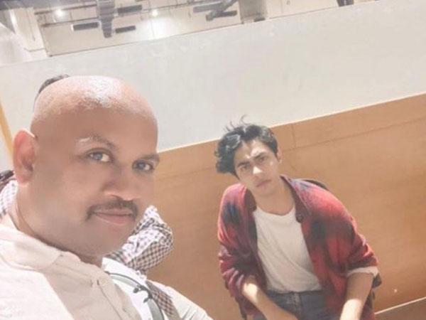 Kiran Gosavi along with Aryan Khan in viral selfie.