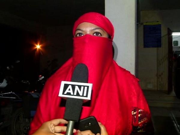 Ayesha Siddiqui claims her husband living in Dubai gave her triple talaq through Whatsaap. Photo/ANI