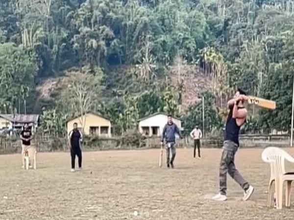 Ayushmann Khurrana playing cricket in between shoot (Image Source: Instagram)