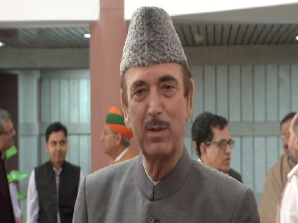 Congress leader Ghulam nabi Azad speaking to media in New Delhi on Sunday.