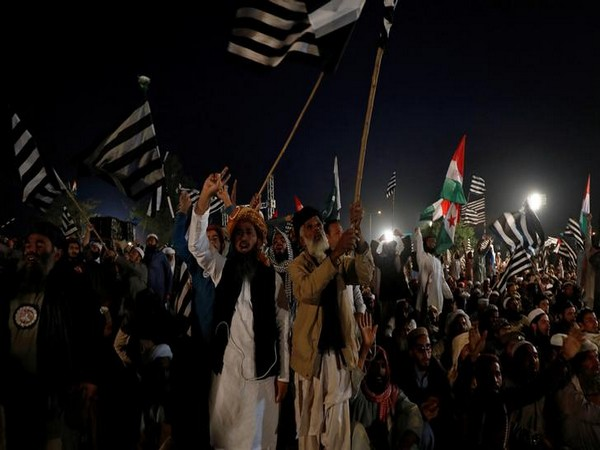 Supporters of Jamiat Ulema-i-Islam-Fazl gathered in Islamabad on Wednesday