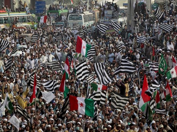 Jamiat Ulema-i-Islam-Fazal (JUI-F) supporters waiving flags during the Azadi March in Lahore, Pakistan on Wednesday