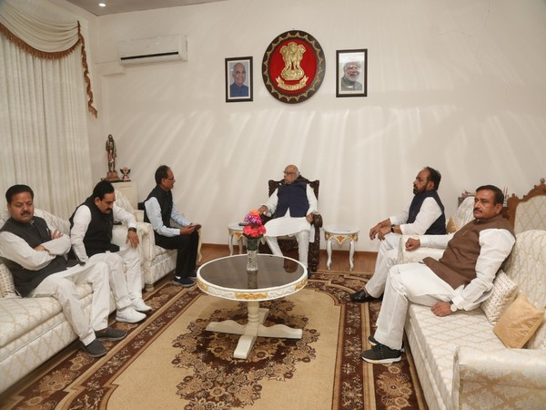 A BJP delegation met Madhya Pradesh Governor Lalji Tandon on Saturday in Bhopal. Photo/ANI