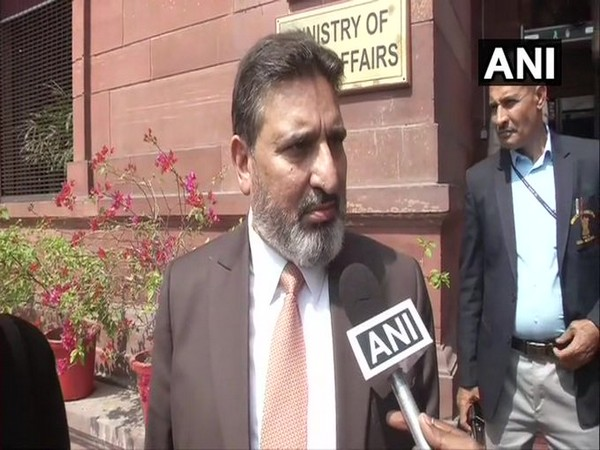 Apni Party chief Altaf Bukhari speaking to reporters on Sunday. Photo/ANI