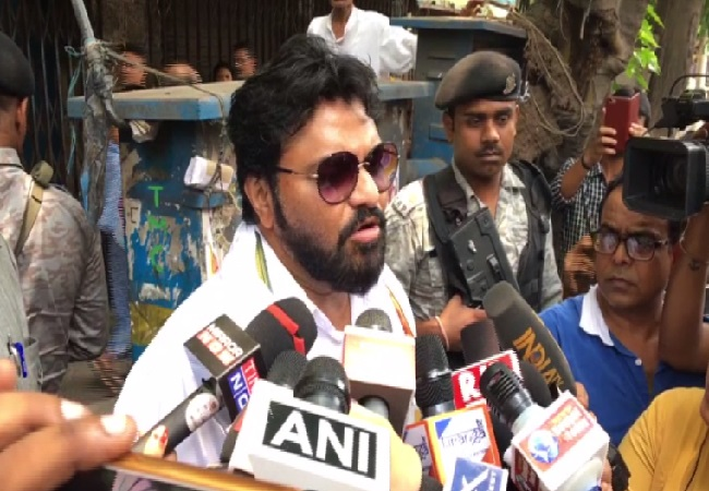 Union minister Babul Supriyo speaking to media in Kolkata, West Bengal on Sunday Photo/ANI.