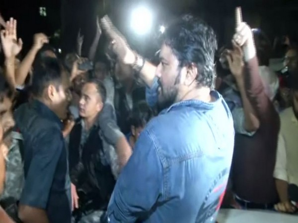 Union Minister Babul Supriyo sat on the bonnet of a media vehicle amid protest by a section of students in Jadavpur University on Thursday. Photo/ANI