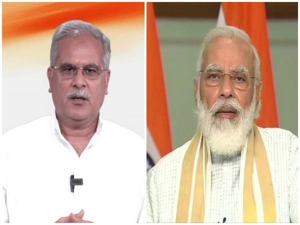 Chhattisgarh Chief Minister Bhupesh Baghel (l) and Prime Minister Narendra Modi.