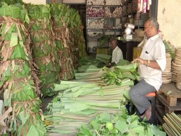 A banana leaf vendor in Bengaluru, Karnataka. Photo/ANI