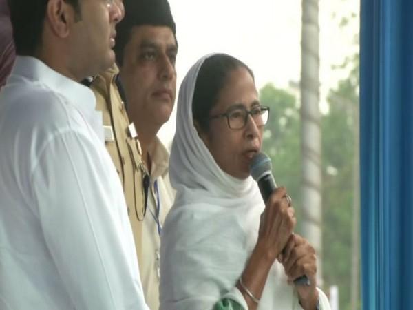 Mamata Banerjee extending Eid wishes (file photo)