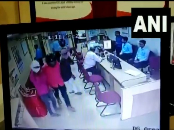 The entire incident was caught on CCTV camera. Photo/ANI