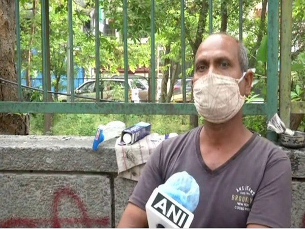 Shiv Kumar, owner of the roadside barbershop in Mandawali, speaking to ANI.         Photo/ANI