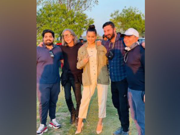 Kangana Ranaut with the crew of 'Dhaakad' (Image Source: Instagram)