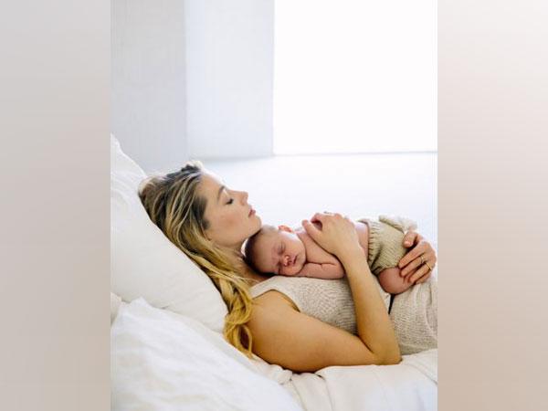 Amber Heard with her newborn daughter (Image Source: Twitter)
