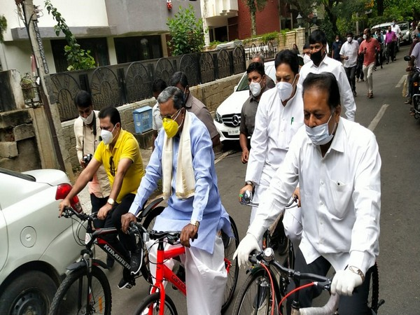 Former Karnataka Chief Minister Siddaramaiah along with Congress leaders rode a bicycle from his residence to Minsk Square in Bengaluru on Monday. (Photo/ANI)