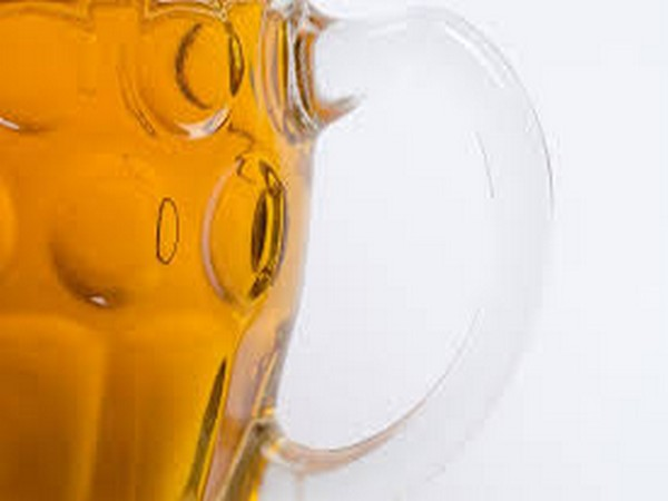 Researchers explore science behind 'beer goggles' effect