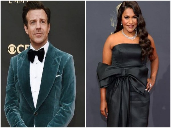 Jason Sudeikis and Mindy Kaling at the Emmys 2021 red carpet (Image source: Instagram)