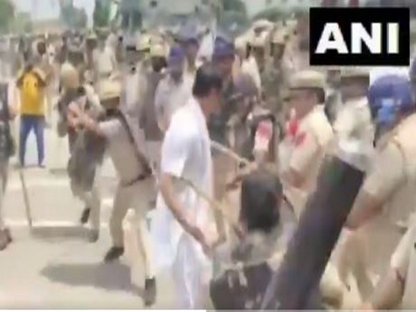 Lathicharge at farmers in Karnal (Photo/ANI)