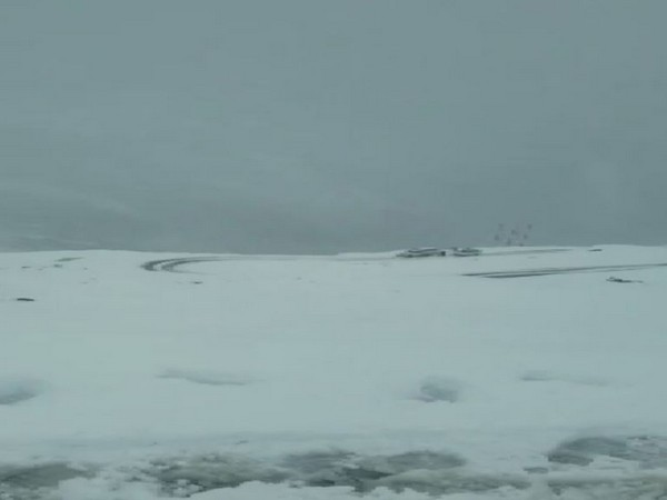 Visuals from the Rohtang pass on Monday morning in Kullu in Himachal Pradesh. Photo/ANI