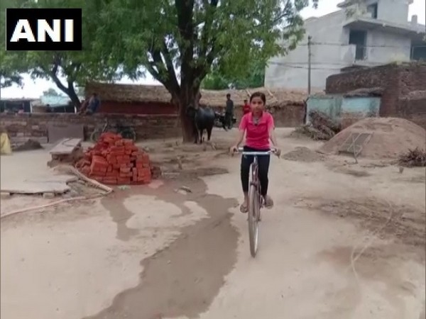 Roshni used to cycle for 24 kilometres on a daily basis just to attend school. (Photo/ANI)