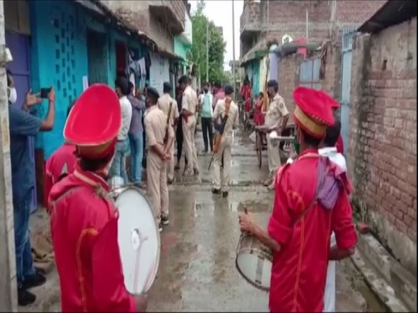Police in Bhagalpur went to the houses of absconding criminals along with a music band. (Photo/ANI)