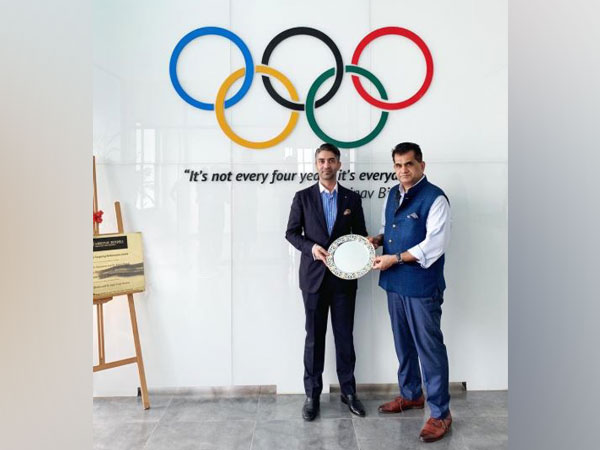 Abhinav Bindra with NITI Aayog CEO Amitabh Kant (Photo/Abhinav Bindra Twitter)