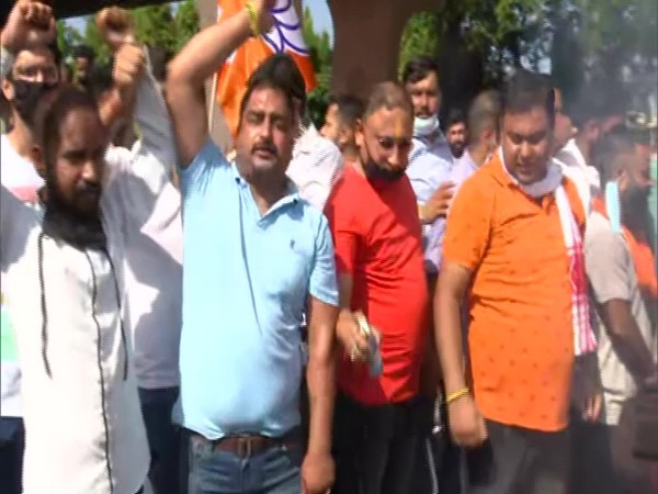 BJYM workers shouted slogans against Pakistan during their protest.