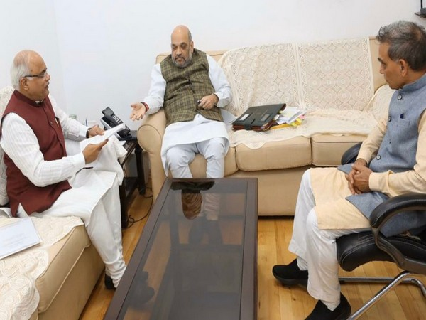 BJP MPs Vinay Sahasrabudhhe and Satyapal Singh with party president Amit Shah in New Delhi on Monday. Photo/Twitter@vinay1011