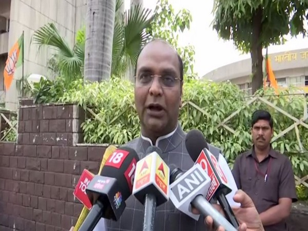 BJP MLA Vishvas Sarang speaks to media in Bhopal. [Photo/ANI]
