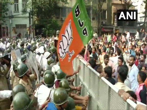 BJP workers protesting against the state government over Dengue menace on Wednesday [Photo/ANI]